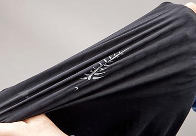 動きやすさを確保する4WAYストレッチ素材
